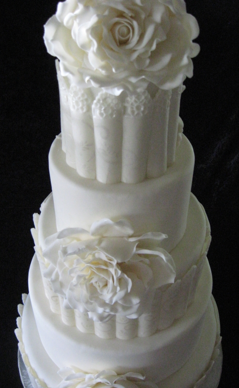 White Rose wedding cake top angle